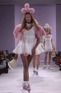 Times Naomi Campbell Stepped Out in Style—Including Tonight's Versace Appearance Anna Sui, Spring Sui, Spring 1994 Badass Aesthetic, Black Girl Aesthetic, Film Aesthetic, Aesthetic Images, Aesthetic Vintage, Aesthetic Pastel, Aesthetic Videos, Aesthetic Grunge, 90s Fashion