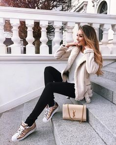 23 Lovely Winter Outfits - Street Style Ideas for Winter 2018 - Secrets of Stylish Women Fashion 2017, Trendy Fashion, Winter Fashion, Fashion Looks, Fashion Outfits, Mommy Fashion, 90s Fashion, Style Fashion, Womens Fashion