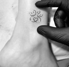 Excellent tiny tattoos ideas are available on our site. look at this and you wont be sorry you did. Mini Tattoos, Body Art Tattoos, Tribal Tattoos, Small Tattoos, Tatoos, Hot Tattoos, Small Animal Tattoos, Sweet Tattoos, Pastell Tattoo