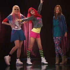 """Roxy, Fausta y Camilla cantando """"A Mi Lado"""""""