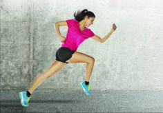 Sports scientists agree that cardio-boxing is one of the best forms of exercise, because it conditions the total body and provides a complete workout for your cardiovascular and endurance systems. The major benefits of cardio-boxin Running For Beginners, How To Start Running, How To Run Faster, Fitness Workouts, Sport Fitness, Workout Routines, Gym Fitness, Lunges, Squats
