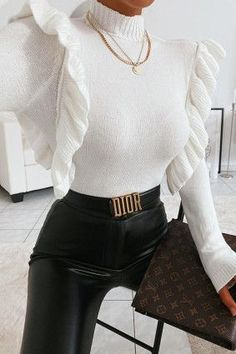 Tips for wearing your belt properly- Conseils pour bien porter ta ceinture All the advice to wear your belt well at 40 and how to wear it in style! All the tips & outfit ideas are in this article! Outfit Chic, Tomboy Outfits, Classic Outfits, Mode Outfits, Cute Casual Outfits, Stylish Outfits, Fashion Outfits, Womens Fashion, Fashion Trends