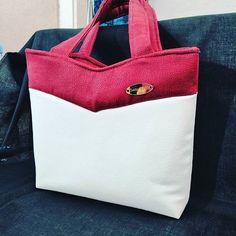 creationnewlife Réalisation du sac Annie.  Extérieur en simili d ameublement blanc et d'un simili prune. Intérieur coton cerise. Fermeture centrale zippée. Deux poches à l'intérieur (zippée et plaquée). Sac rigidifié pour une meilleure tenue.  #creationnewlife #faitmain #artisanat #maroquineriefrancaise #bzh #handbag #couture #saintmalo #illeetvilaine #fashion #bag #madeinfrance #recyclage #ecoresponsable #sacotin