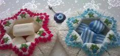 örgü sabunluk Baby Favors, Diy Desk, Crochet Home, Crotchet, Crochet Doilies, Projects To Try, Crochet Patterns, Christmas Ornaments, Knitting