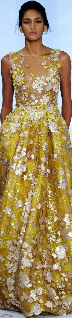 Ralph & Russo Couture Spring Exquisite garment- brings together delicacy, beauty, and the splendor of a golden yellow color. Yellow Fashion, Floral Fashion, Look Fashion, Couture Mode, Couture Fashion, Runway Fashion, Beautiful Gowns, Beautiful Outfits, Ralph And Russo