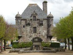 Guerlesquin, petite cité de caractère du Finistère (Bretagne)  Le présidial