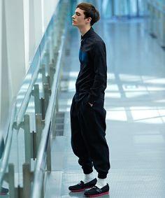 黒シャツのおすすめメンズコーデと選び方!|JOOY [ジョーイ]