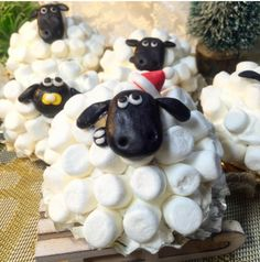 簡単ミルフィーユをマシュマロフォンダンでデコレーションした羊のショーンケーキと狂暴イチゴの触手ケーキの作り方【ネトメシ】