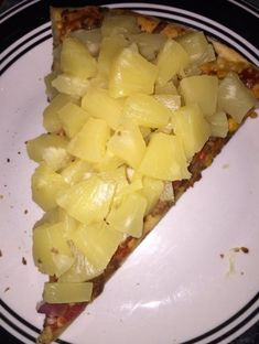 """29 Food Memes That Might Eliminate Your Appetite - Funny memes that """"GET IT"""" and want you to too. Get the latest funniest memes and keep up what is going on in the meme-o-sphere. Funny Images, Funny Pictures, Pineapple Pizza, Weird Food, Know Your Meme, Cursed Images, Yummy Food, Snacks, Fruit"""