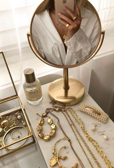 Cream Aesthetic, Gold Aesthetic, Classy Aesthetic, Aesthetic Room Decor, Aesthetic Vintage, Aesthetic Photo, Foto Glamour, Jewelry Photography, Couple Photography