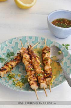 Due bionde in cucina: Spiedini di pollo Satay con salsa piccante al coriandolo