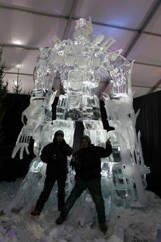 Two ice sculpturers (Antti Pedrozo and Michel de Kok) Created this pretty awesome Optimus Prime sculpture. More pics after the break. Snow And Ice, Fire And Ice, Snow Sculptures, Sculpture Art, Ice Art, Snow Art, Transformers Art, Amazing Art, Geek Stuff