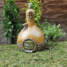 I love gourds.  Cute hobbit craft idea for a gourd.