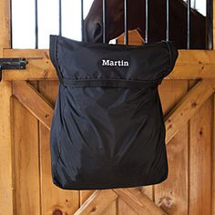 Tired of letting your blankets get dusty and dirty while being hung on your blanket bar? The Stall Front Blanket bag will eliminate any dust, shavings or cobwebs from getting on your blankets.