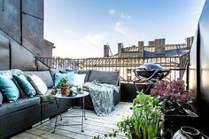 Comment aménager un balcon au nord ? Modern Balcony, Small Balcony Design, Tiny Balcony, Outdoor Balcony, Balcony Ideas, Balcony Gardening, Apartment Balconies, Attic Apartment, Urban Apartment