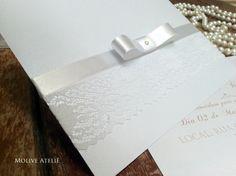 340bfe13a4c Convite de Casamento Clássico com renda e laço Channel Envelope  Luva Papel   Perolado Branco