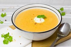 Learn how to make this delicious and nutritious spicy lentil and carrot Thermomix soup. This Thermomix soup recipe is full of flavours and warms you up from the inside - absolutely perfect for a cold day! Carrot And Parsnip Soup, Carrot Coconut Soup, Vegan Butternut Squash Soup, Coconut Milk, Coconut Cream, Coconut Water, Vitamix Soup Recipes, Lentil Soup Recipes, Healthy Soup Recipes