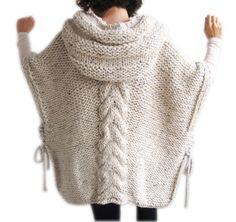 6a328fdf6514 Tweed Poncho tricoté à la main Beige avec capuche Tricot Vêtement, Tricot  Gilet, Tuto