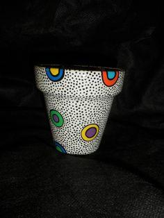 Maceta de barro pintada con acrílicos, barnizada por dentro y fuera. La macetita publicada es número 10 (10 cm de alto, 10 cm de ancho de boca)    CONSULTAR STOCK!   O HACE TU PEDIDO CON ANTICIPACI�N DE AL MENOS UNA SEMANA! GRACIAS! Painted Plant Pots, Painted Flower Pots, Flower Planters, Ceramic Pots, Terracotta Pots, Clay Pots, Pottery Painting, Pottery Art, Cactus Clipart