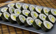 Met dit recept maak je zelf maki sushi. Het recept is voor vier personen.  Ingrediënten - 450 gram sushirijst - 10 dl water - 4 el rijstazijn - 2 el...