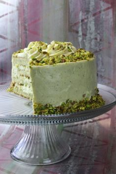 Pistachio cakeThis is a recipe that all cooking lover must have in their repertoire. In our house we have this sort of system with which they grade all of our r Pistachio Pudding Cake, Pistachio Recipes, Mini Cakes, Cupcake Cakes, Cupcakes, Just Desserts, Delicious Desserts, Molly Cake, Cake Recipes