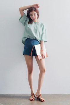 Today's Hot Pick :柔和色彩寬鬆上衣 http://fashionstylep.com/SFSELFAA0015411/stylenandatw/out 柔和色彩寬鬆上衣 親膚柔軟面料 穿著舒服時尚透氣 寬鬆版型,穿起來更休閒時尚哦~ 下身配高腰短褲或迷你裙就OK啦~~ 共3種顏色,喜歡的姐妹們任意挑選哦^^