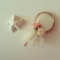 Kına hediyeleri Cheap Wedding Flowers, Wedding Flower Decorations, Wedding Giveaways For Guests, Wedding Favours, Wedding Gifts, Boutonniere, Henna Night, Purple Bouquets, Baby Wedding