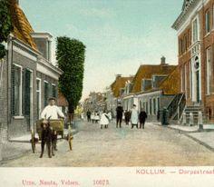 Ingekleurde ansichtkaart van de Dorpsstraat te Kollum, met links een hondenkar (eerste helft 20e eeuw).