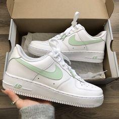 Cute Nike Shoes, Cute Nikes, Nike Shoes Air Force, Nike Air Force Ones, Nike Neon, Swag Shoes, Aesthetic Shoes, School Shoes, Converse