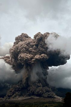 Le volcan du mont Sinabung est toujours actif. Depuis son réveil en septembre 2013 plus de 20.000 habitants ont dû évacuer.