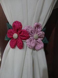 Prendedor de cortina confeccionado com tecido 100% algodão na cor de sua preferência, com tira para amarrar na cortina.    Medida: 60 cm de comprimento (contando a tira) 10 cm de altura.     ***Preço promocional para maior quantidade (Consulte).***      Valor referente ao par.