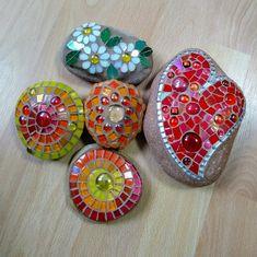Mosaic Rocks, Stone Mosaic, Mosaic Art, Mosaic Glass, Mosaic Tiles, Pebble Stone, Stone Art, Rock Decor, Mosaic Garden