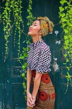 saia ankara + camisa de inverno (pode ser a xadrez) saia ankara + camisa de inverno (pode ser a xadrez) African Attire, African Dress, African Style, Mélanger Les Impressions, Pattern Mixing Outfits, Look Fashion, Womens Fashion, Fashion Tips, Mode Lookbook