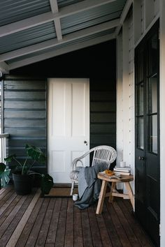 Marnie Hawson, purpose-driven interior, travel and lifestyle photographer — Ewing Farm, Tylden for Country Style magazine Exterior House Colors, Interior And Exterior, Exterior Design, Country Style Magazine, Weatherboard House, Queenslander, Home Renovation, New Homes, Home And Garden