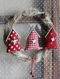 Cute wreath with three cloth houses_Love for all seasons