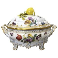 Another Jennings' favorite is Nymphenburg porcelain. This pattern is Cumberland, created in 1765 as the first electoral court service by the Porzellan Manufaktur Nymphenburg. Fine Porcelain, Porcelain Ceramics, Herend China, Antique China, China Patterns, China Dinnerware, Fine China, Stoneware, Pottery