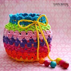 Crochet rainbow purse - free pattern - Magic With Hook and Needles - Vendulkam Crochet Drawstring Bag, Crochet Coin Purse, Crochet Pouch, Crochet Amigurumi, Crochet Purses, Crochet Gifts, Crochet Yarn, Free Crochet, Purse Patterns