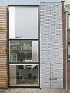 House facade in Leiden Architect: pasel Kuenzel Photographer: Marcel van der Burg Source: Archdaily
