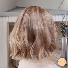 Champagne Blonde Hair, Honey Blonde Hair, Blonde Hair Looks, Ash Blonde, Platinum Blonde, Champagne Hair Color, Blonde Ombre, Big Hair, Wavy Hair
