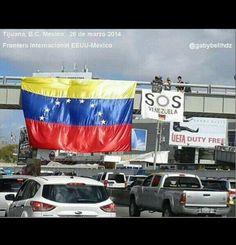 En la Frontera de Mexico con EEUU se colgó ésta bandera. #26M #SOSVZLA