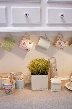 Lulufant | A kitchen full of beautifully displayed GreenGate