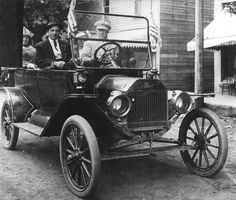 Car Dealerships Vancouver Wa >> The old Ford garage on Washington Street in 1918.   Clark County History   Pinterest ...