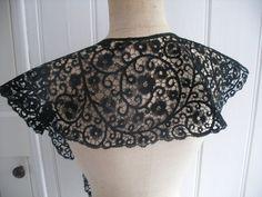 Italian Cantu bobbin lace Lace Decor, Linens And Lace, Lace Making, Bobbin Lace, Antique Lace, Irish Crochet, Lace Shorts, Crop Tops, Shawls