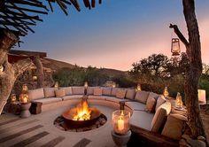 Ein Geheimipp: Tswalu zählt zu den magischsten Plätzen Afrikas. #tswalu #africa #fireplace #luxury #luxuryhome #luxuryfurniture #luxuryhotels #romantic #outdoorfurniture #outdoorliving