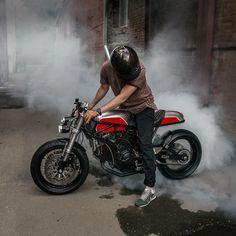 Red Alert: Ducati 900 SS by Moscow's Birdie Customs Ducati Cafe Racer, Cafe Bike, Custom Motorcycles, Motorcycles For Sale, Cafe Racing, Moto Bike, Bike Art, Biker Chick, Biker Style