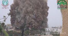 シリア北西部イドリブ(Idlib)県マーレト・ヌーマン(Maaret al-Numan)近郊で、軍検問所の地下に掘られたトンネルに仕掛けられた爆発物によって巻き上がる粉じん。反体制派組織「イスラム戦線(Islamic Front)」がユーチューブ(YouTube)で公開した映像より(2014年5月6日取得)。(c)AFP/YOUTUBE/ISLAMIC FRONT ▼7May2014AFP|「トンネル爆弾」で軍検問所を爆破、兵士30人死亡 シリア http://www.afpbb.com/articles/-/3014279 #Maaret_al_Numan