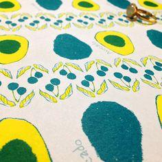 元気なアボカド柄ペーパー。ランチョンマットにも!  #wrappingpaper #textile #Illustration #Avocado