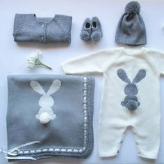 Adorable Newborn Baby Clothes for Adorable Babies – Stricken.-Adorable Newborn Baby Clothes for Adorable Babies – Stricken sie Baby Kleidung Adorable Newborn Baby Clothes for Adorable Babies – Stricken sie Baby Kleidung - Baby Knitting Patterns, Knitting For Kids, Baby Patterns, Pull Bebe, Knitted Baby Clothes, Baby Outfits Newborn, Baby Sweaters, Baby Toys, Baby Dress