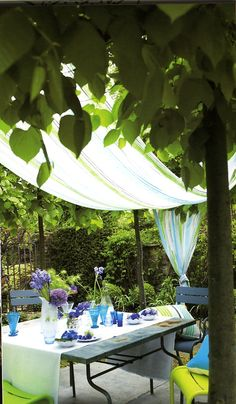 This terrace was designed by Tricia Guild for her book Flower Sense. It is an inspiring book of both her sense of color but also for the brilliant work of the photographer who does a lot of her interior design work. Alfresco Designs, Pergola Images, Small Patio Design, Garden Design, Tricia Guild, Raised Patio, Patio Makeover, Custom Drapes, Brick Patios