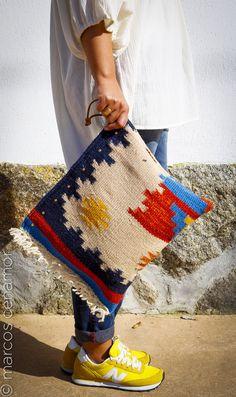 bolso hecho de forma artesanal, con tejido de durry indú, anudado a mano, de lana 100%.  www.facebook.com/misterce